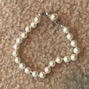 Jewelry - 💎Vintage Faux Pearl Bracelet